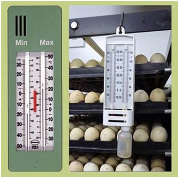 Для контроля температуры и влажности повешен психрометр
