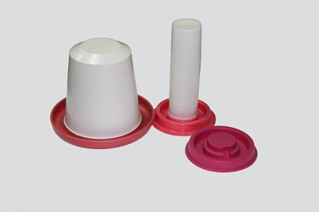 Готовый вариант пластиковой вакуумных поилок для цыплят и взрослой птицы