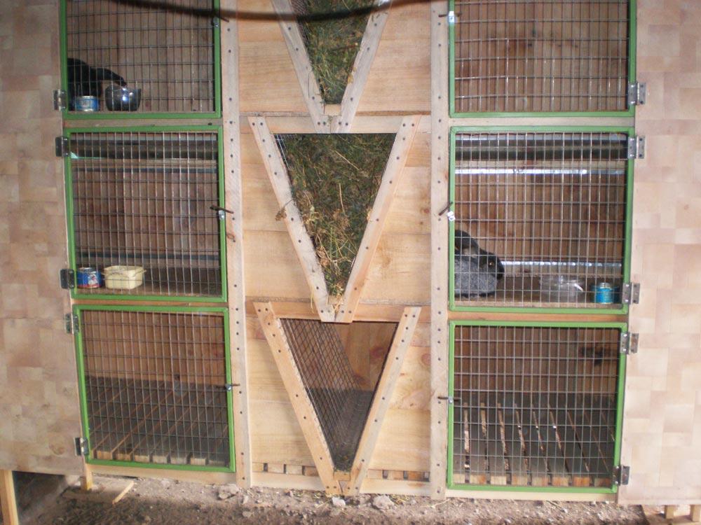 Деревянные клетки для кроликов