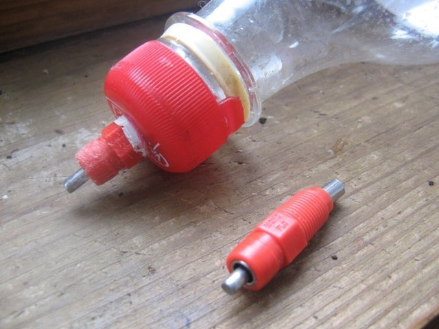 Ниппельная поилка из бутылки